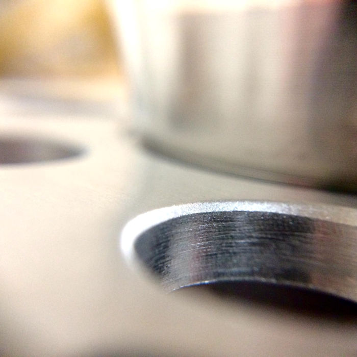 A close up of the top loop shows the machining lines.